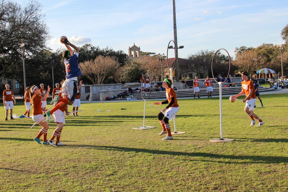 Craig Garrison (UTSA) sets up for an alley - oop as Stephen Bell and Evan Carr defend (Photo: Lauren Carter)